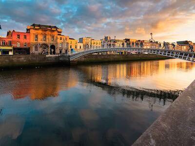 Cheap flights from Santiago de Compostela to Dublin with Iberia