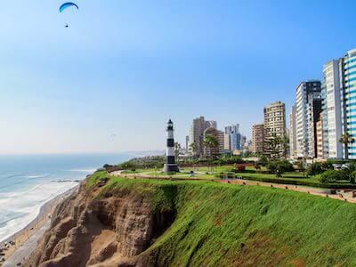 Pasajes aéreos con Sky Airline de {var.firstOriginCityName} a Lima